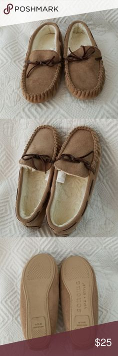 Sonoma Slippers Sonoma tan faux suede upper material slippers. Poly fur lining size M 7/8 (NEVER WORN ) Sonoma Shoes Moccasins