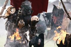 Ork Shaman surrounded by war banners......I....I wants it! Look at that set dressing!