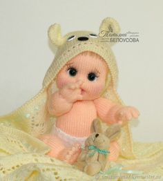 This Pin was discovered by Еле Crochet Dolls Free Patterns, Knitting Patterns, Baby Knitting, Crochet Baby, Sewing Toys, Knitted Dolls, Stuffed Toys Patterns, Amigurumi Doll, Crochet Animals