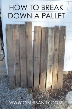 See the correct way to break down a pallet so you can use the wood for projects and upcycled crafts!