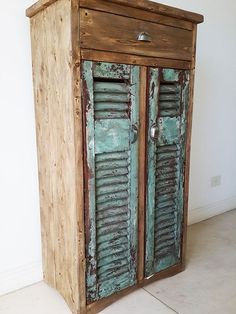 apoyo-con-celosias a antigua-madera Wooden Almirah, Primitive Furniture, Trash To Treasure, China Cabinet, Wood Projects, Repurposed, Locker Storage, New Homes, Vintage