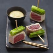 Yakitoris de thon mi-cuit et poireaux à la sauce miso - une recette Poisson - Cuisine