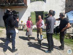 """Mit dabei mit Servus TV in Südtirol im Hause BRIOL. Das Format """"Heimatleuchten"""" setzt auf ein neues Heimatgefühl – Altes trifft auf Neues, Tradition auf Innovation und Brauchtum auf Moderne. Und das wird umrahmt von wunderschönen Aufnahmen, spektakulären Bildern und berührenden Lebensgeschichten.  #suedtirol #servustv #briol #urlaub #wandern #hierwohntdasglueck #tradition #ausflug #carinthia #kärnten #blog Servus Tv, Hotels, Roadtrip, Dom, Strand, Innovation, Europe Travel Tips, Hiking, Travel"""