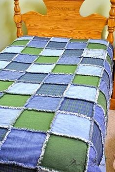 Back to Basics: A Rag Quilt for Michael. Using his old jeans and polo shirts. Quilt Patterns, Sewing Patterns, Bag Patterns, Quilting Ideas, Blue Jean Quilts, Sewing Crafts, Sewing Projects, Old Quilts, Denim Quilts