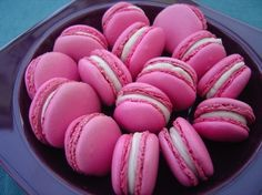 Love me some macarons! Found some in Raleigh last night Pink Macaroons, How To Make Macarons, Red Velvet Cookies, Pink Foods, Cupcakes, Pastry Cake, Round Cakes, Cacao, I Love Food
