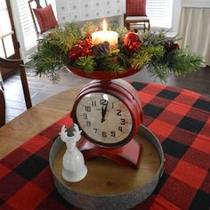 Give your kitchen a festive makeover with these kitchen Christmas decorations. From rustic to farmhouse Christmas kitchens, there are plenty of ideas. Christmas Tree Themes, Christmas Tablescapes, Christmas Mantels, Christmas Centerpieces, Diy Christmas Ornaments, Rustic Christmas, Christmas Chandelier, Christmas Wreaths, Cozy Christmas