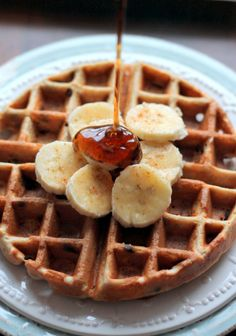 Healthy quinoa flour waffles naturally sweetened with banana and a sprinkle of chocolate chips. These gluten free waffles are crispy on the outside and fluffy light in the middle. Delicious with a drizzle of maple syrup! Banana Waffles, Pancakes And Waffles, Protein Pancakes, Healthy Waffles, Breakfast For Kids, Breakfast Recipes, Free Breakfast, Brunch Recipes, Quinoa Flour Recipes