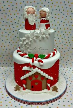The only inspiration you need to make your best Christmas cake. Browse our gallery of 50 brilliant Christmas cake ideas. Christmas Cake Designs, Christmas Cake Decorations, Christmas Cupcakes, Christmas Sweets, Holiday Cakes, Christmas Cooking, Noel Christmas, Christmas Goodies, Xmas Cakes