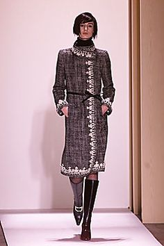 Oscar de la Renta | Fall 2001 Ready-to-Wear Collection | Style.com