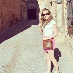 Today on www.ideassoneventos.com #ideassoneventos #imagenpersonal #imagen #moda #ropa #looks #vestir #fashion #outfit #ootd #style #tendencias #fashionblogger #personalshopper #blogger #me #streetstyle #postdeldía #blogsdemoda #instafashion #instastyle #instalife #instagood #instamoments #job #myjob #currentlywearing #clothes #casuallook #pink