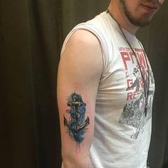 Seleção das tatuagens de âncoras mais bonitas da Internet, tanto para o sexo masculino como feminino. Ideias para pessoa singular, casal, amigos ou família. Tattoos de âncoras desenhadas em diversos estilos: aquarela, geométricas, old school, sombreadas, delicadas, entre outros.