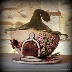Mein stehendes Lichthaus kann im Garten oder im Innenbereich als Dekoration stehen. Ein Teelicht oder eine kleine Kerze im Wichtelhaus sorgt für ei...