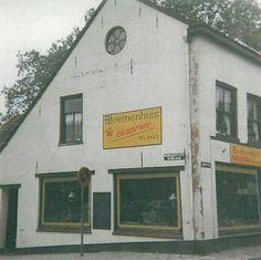Bloemenhuis Champino in het pand waar voorheen rijwielhandel Koekkoek zat.  Naast deze bloemenzaak had Champino nog een schoenenwinkel, die later naar de Tolstraat verhuisde in de winkel waar voorheen autobedrijf van Tuyl zat.