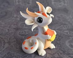 White Halloween Scrap Dragon Polymer Clay Dragon, Polymer Clay Kawaii, Polymer Clay Figures, Polymer Clay Sculptures, Polymer Clay Animals, Polymer Clay Creations, Polymer Clay Crafts, Sculpture Clay, Clay Monsters