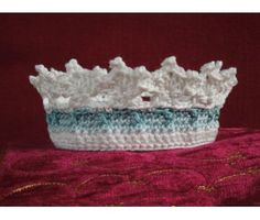 Newborn Crown - free crochet pattern
