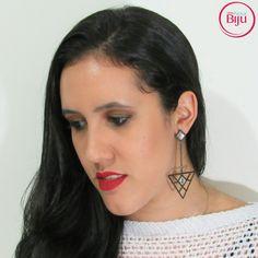 Vamos comecar o dia com  esse brinco  geométrico com  cristais  que  é  a coisa  mais  linda!! Você  merece  se  sentir  linda  todos os dias!! 💻 wwww.minhanovabiju.com.br 📱Whatsapp: (71) 99165-0201 🚚 Frete  grátis para as compras acima de  R$ 200  #minhanovabiju #acessoriosfemininos #acessorios #brincogeometrico #brincoestiloso #lojaonline  #bijuterias #bijuteriasfinas #modafeminina #modacasual  #salvadorbahia #enviamosparatodobrasil
