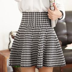 Ways to rock a high waisted skirt high waisted skirts black-white houndstooth ruffle high waisted skirt VIBYRFF A Line Skirts, Mini Skirts, Houndstooth Skirt, Loose Fitting Tops, Body Con Skirt, Plaid Skirts, High Waisted Skirt, Cute Outfits, Fashion Outfits