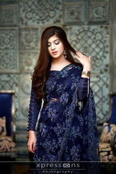 How to Select the Best Modern Saree for You? Saree Jacket Designs, Saree Blouse Neck Designs, Saree Blouse Patterns, Fancy Sarees, Party Wear Sarees, Ganesha, Sari Design, Modern Saree, Stylish Sarees