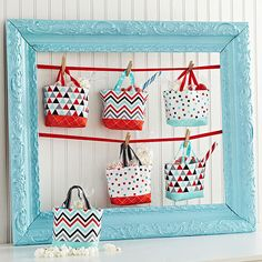 Be a super-sweet hostess with pint-size favor bags filled with take-home treats. Use coordinating fat quarters to stitch together a set, add ribbon handles, and mix in goodies. Easy Sewing Projects, Sewing Hacks, Sewing Tutorials, Sewing Crafts, Simple Projects, Bag Tutorials, Sewing Ideas, Sewing Patterns Free, Free Sewing
