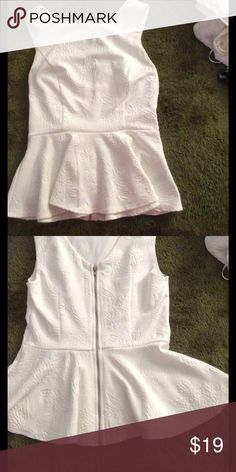 Pure white peplum top✨New LOWER Price Pure white peplum top is great with a pencil skirt or dress pants. There is a full zip up back. No discoloring and the photos are without filter. Forever 21 Tops Blouses