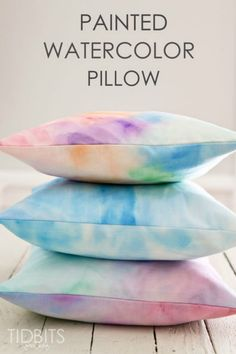 DIY Home Decor Projects for Summer - DIY Painted Watercolor Pillow - Creative Summery Ideas for Table, Kitchen, Wall Art and Indoor Decor for Summer - Diy For Teens Watercolor Fabric, Fabric Painting, Diy Painting, Watercolor Painting, Painting Walls, Watercolor Design, Diy For Girls, Diy For Teens, Crafts For Teens