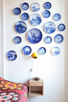 Beautiful display of antique and vintage plates Charming Collections: 11 Unusual Things to Hang on the Wall Vintage Dinnerware, Vintage Plates, Vintage Pyrex, Hanging Plates, Plates On Wall, Plate Wall, Plate Display, Great Wall Of China, Blue And White China