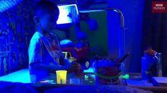 #Un niño debe pasar 20 horas bajó una luz azul para poder vivir - Rosario3.com: Rosario3.com Un niño debe pasar 20 horas bajó una luz azul…
