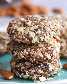 Eat like a bird with these bird food energy bites! Made with whole grain oats, n. - Eat like a bird with these bird food energy bites! Made with whole grain oats, nuts, seeds and drie - Healthy Cookies, Healthy Sweets, Healthy Baking, Healthy Snacks, Baking Snacks, Dessert Healthy, Baking Desserts, Baking Recipes, Paleo Treats