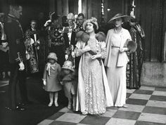 King George VI, and his family: H.Queen Elizabeth, & T. Princess Elizabeth and Margaret. the Duke and Duchess of Kent (Prince George and Princess Marina). Princesa Margaret, Princesa Elizabeth, Lady Elizabeth, George Duke, King George, Queen Mother, Queen Mary, Diana Spencer, Queen Margrethe Ii
