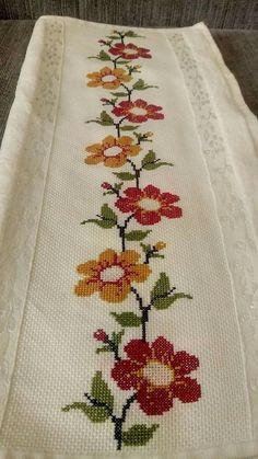 The most beautiful cross-stitch pattern - Knitting, Crochet Love Cross Stitch Beginner, Free Cross Stitch Charts, Cross Stitch Freebies, Just Cross Stitch, Cross Stitch Borders, Cross Stitch Samplers, Modern Cross Stitch, Cross Stitch Flowers, Cross Stitch Designs