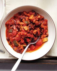 A variety of vegetables, a rich tomato base, and just the right amount of spice make this vegetarian chili a satisfying option in only 35 minutes. Vegetarians will ask for this chili again and again. You may even convert meat lovers to vegetarian chili! Veggie Chili, Vegetarian Chili, Vegetarian Recipes, Cooking Recipes, Healthy Recipes, Chili Soup, Bean Chili, Chili Chili, Meatless Chili