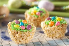 These Easter Rice Krispie Treats look like little nests, filled with robin's eggs. This Rice Krispie Treats recipe makes a great snack to serve after an Easter egg hunt.
