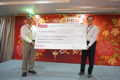Presenting our mock cheque  of donation from SPGG Endowment Fund to Mr Tan Choon Sian, Principal of Singapore Polytechnic