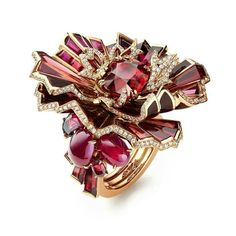 Aria Passionata ring from Chaumet's est une fête High Jewellery collection. Set in pink gold and lacquer with a cushion-cut vivid red Pigeon's Blood ruby of 6.02cts from Mozambique, two cabochon-cut rubies of 2.20cts and 1.50cts, oval-cut, baguette-cut and round rhodolite garnets, baguette-cut rubies and brilliant-cut diamonds . #chaumet #estunefete #highjewellery #diamonds #mozambiqueruby #diamond #rhodolite #garnets #ruby