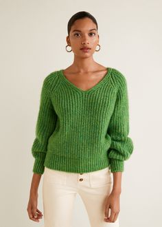 These 15 Green Sweater Outfits Will Brighten Up Your Fall Wardrobe Green Sweater Outfit, Sweater Outfits, Cute Sweaters, Sweaters For Women, Pull Grosse Maille, Moda Emo, Raglan, Autumn Winter Fashion, Knitwear