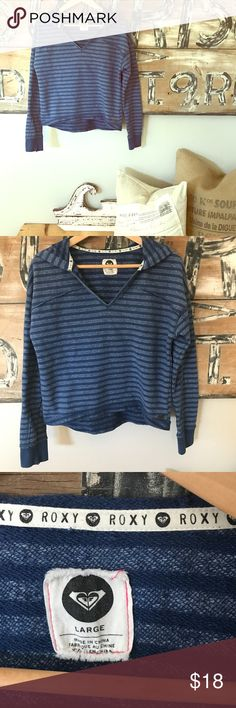 Roxy hooded sweatshirt Easy breezy surf style. Excellent used condition Roxy Sweaters V-Necks