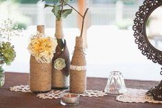 Стеклянные бутылки легко превращаются в красивые и полезные вещи! Представляем 50 фото на тему декор бутылок своими руками.