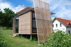 Die Tiny-House-Bewegung kommt in Österreich an - Architektur & Stadt - derStandard.at › Immobilien Tiny House, Outdoor Structures, Modern Tiny House, Communities Unit, Tiny House Cabin, Detached House, Real Estates, City, Architecture