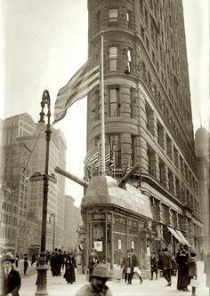 New York, April 1917. Recruiting office -- 23rd & Broadway (Flatiron Building)