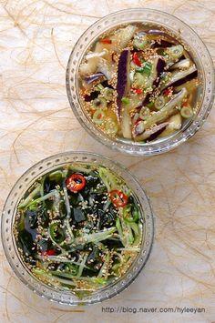 오이냉국, 가지냉국~ 오이냉국 황금레시피, 가지냉국만들기 푹푹 찌는 무더위에... 이가 쨍하게 시리도록 ... Korean Side Dishes, K Food, Asian Recipes, Ethnic Recipes, Yams, Korean Food, Food Plating, Baking Recipes, Food And Drink