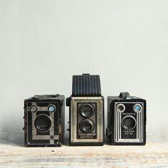 Vintage Art Deco Film Camera Collection / Twin Lens by ethanollie Antique Cameras, Old Cameras, Vintage Cameras, Vintage Camera Decor, Vintage Art, Etsy Vintage, Camera Shop, Film Camera, Photography Camera