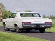 Chevrolet Caprice Custom Coupe (1966).