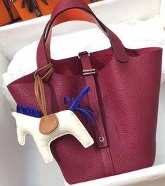 Hermes Rouge / Orange Picotin Lock 18 Togo Leather Bag Hermes Handbags, Handbags On Sale, Black Handbags, Luxury Handbags, Louis Vuitton Handbags, Hermes Constance, Simple Bags, Bag Sale, Fashion Bags