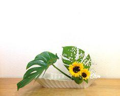 Ohara Style Ikebana Arrangement:Hana-isho Inclining Form 小原流 生け花 花意匠 かたむけるかたち