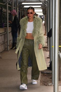 """""""Bella arriving at Marc Jacobs today🤩"""" Bella Hadid Outfits, Bella Hadid Style, Modell Street-style, Mode Inspiration, Fashion Killa, Passion For Fashion, Celebrity Style, Street Wear, Winter Fashion"""