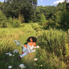 Image about beautiful in nature baby🌿🌸🐝 by 🌸aunyae🌸 Black Girl Aesthetic, Nature Aesthetic, Summer Aesthetic, Aesthetic Photo, Aesthetic Pictures, Photography Aesthetic, Foto Casual, Poses References, Insta Photo Ideas