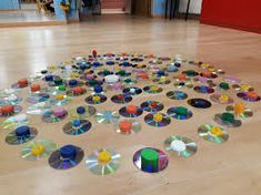 These creative sensory walk activities for kids are great for exploring the senses. Reggio Emilia, Early Childhood Activities, Baby Sensory Play, Collaborative Art Projects, Block Play, Creative Play, School Projects, Toddler Activities, Education