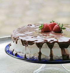 Marengslagkage med jordbær og lækker Yankie bar-creme på toppen!