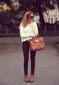 purple jeans, white sweater, camel - fall in one outfit Looks Chic, Looks Style, Fall Winter Outfits, Autumn Winter Fashion, Fall Fashion, Winter Chic, Autumn Girl, Autumn Style, Autumn Summer