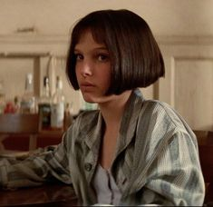 Leon:The Professional Mathilda Nathalie Portman Leon, Leon The Professional Mathilda, Pretty People, Beautiful People, French Bob, Film Aesthetic, Hollywood Actor, Professional Hairstyles, Film Stills